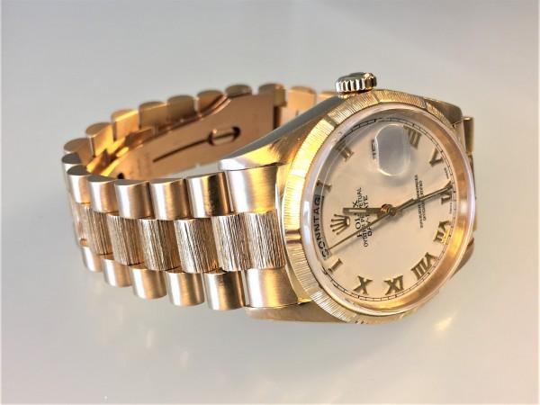 Rolex Day Date, Ref.18248, 18 Karat Gelbgold, ZB weiss / römisch, Präsidentband Gelbgold, Borke