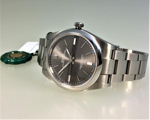 Rolex Oyster Perpetual 39, Ref. 114300, Dark Rhodium, Oysterband mit Oysterlock-Sicherheitsschließe